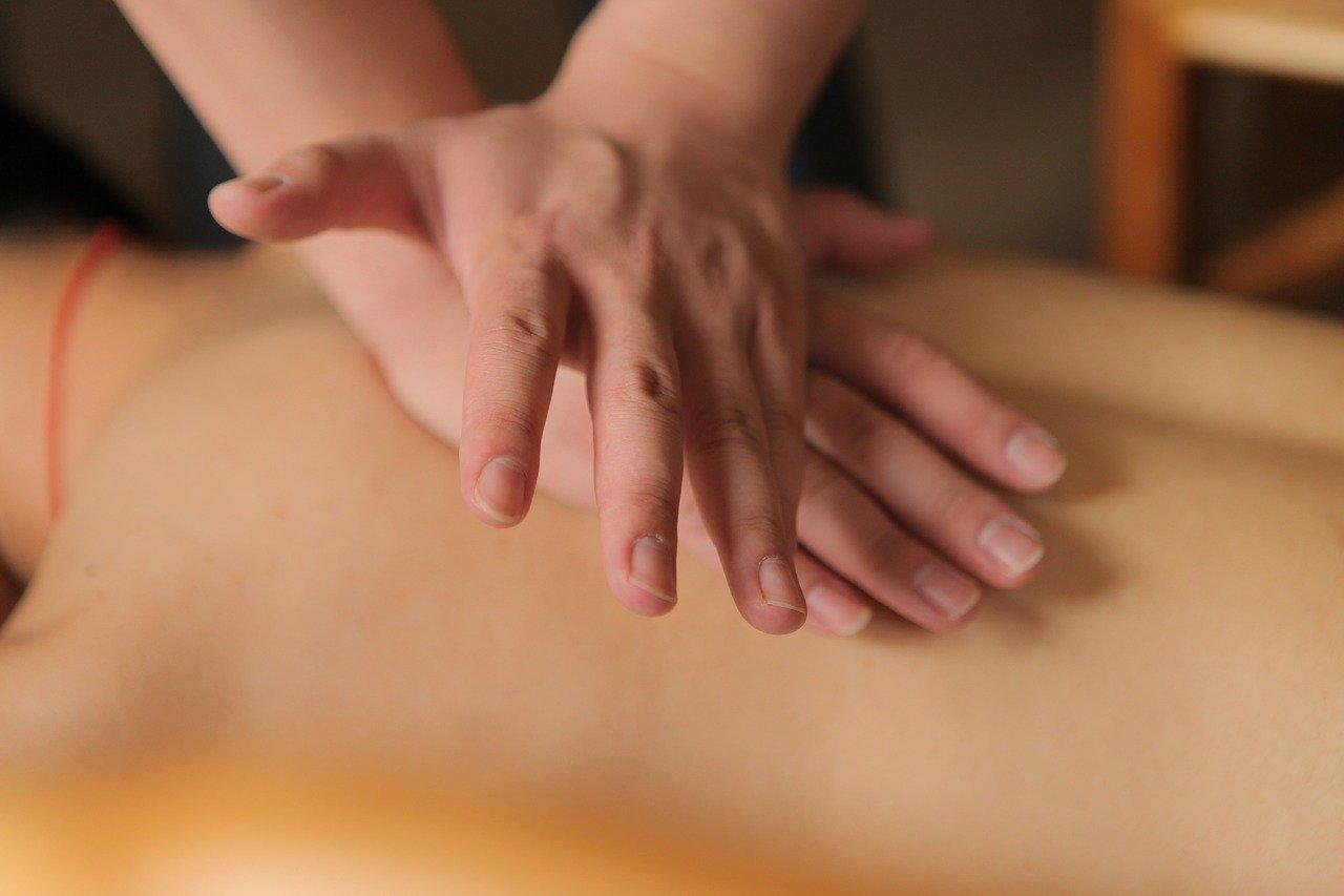 Pojęcie masażu oraz jego różne rodzaje.